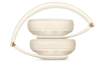 First Glimpse Of High-End Apple Over-Ear Headphones